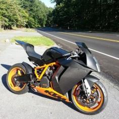 KTM Carbon RC8R.