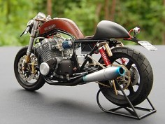 Leather  I think it works Cafe Racer #motorcycles #caferacer #motos |