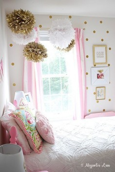 Little Girl's Room Decorated in Pink, White & Gold | Easy ideas to decorate, rental decor.