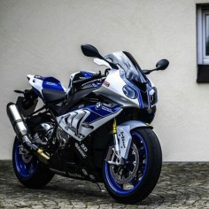 Love the S1000RR, Me and my Buddy Trade with my  is Technologically INSANE!!!!
