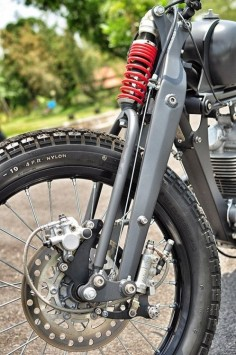 monospringer- interesting cable for the front brake pulling the master cylinder.