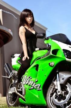 motorcycle girl with the kawasaki Ninja Zx7R