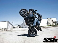 Race-Spec 2009 Yamaha R1 vs. Fat-Tire 2012 Yamaha R1 | When Worlds Collide
