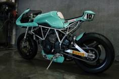 Radical! Ducati #CafeRacer ''Maradona'' #10 by Jtec Moto. Hermosa como el cielo, esta #Ducati te ofrece un diseño racing y deportivo ¿Qué te parece?
