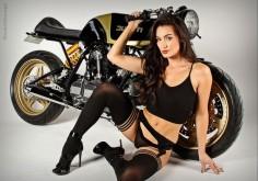 RocketGarage Cafe Racer: Black & Gold