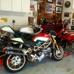 six3seven: Shared from 'tony_kb' on instagram: Sisters Reunion ! #ducati #paulsmart #mikehailwood #monster #ducatimonster #monsters4rs #ducatista #desmo #desmodue #ducatisti #mh900e #superbike #bikeporn #classic #caferacer  —Please leave credits intact—