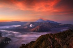 Sunrise over Bromo - Photography by İlhan Eroglu