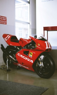That Cagiva 500cc MotoGP bike - Such a good looking bike !!