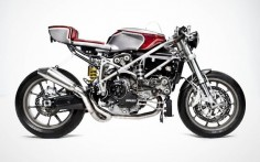 The amazing Ducati 749 cafe racer by South Garage. Bella!