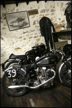 The Black Workshop #CafeRacer #TonUp