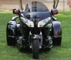 The head on view of the Stealth Gold Wing Trike at Paradise Bikes and Trikes. Photograph by Skip Peterson/Wheels