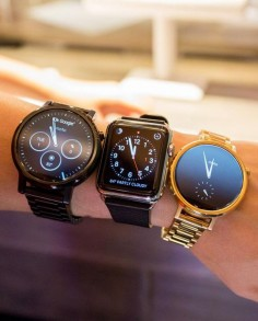 The Motorola Moto 360 compared to the Apple Watch (in the middle)