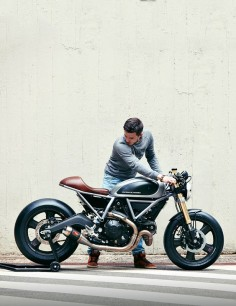 This sharp custom Ducati Scrambler is the first build from the new Holographic Hammer workshop. It was commissioned by Ducati themselves, in partnership with French magazine Moto Heroes.