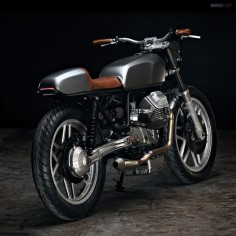 This super-sano Moto Guzzi V50 comes from Texas-based Revival Cycles. They used not one but two Yamaha RD400 fuel tanks—the second one being cut up up and reformed into a new tail unit. And it works, doesn't it?
