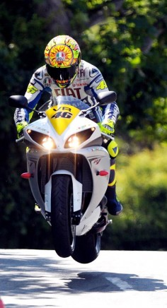 To the Isle of Man to watch the Isle of Man T. T. (Rossi/ Isle of Man)