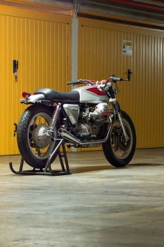 """Top Italian customizer Filippo Barbacane of Officine Rossopuro does not like 'Brat' style bikes. """"I get the impression that they're beautiful to look at, but they're not really usable. I try to build motorcycles that can travel for many kilometers."""" To prove his point, here's Quattrotempi ('four stroke'), a stunning 1981 Moto Guzzi 1000 SP built for a customer in Rome. We're sold. Are you?"""
