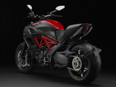 TWO WHEELS: DUCATI DIAVEL CARBON RED