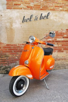 Vespa super 125 orange pearl