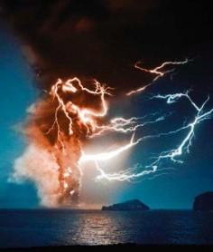 Volcanic lightning, Iceland ♡