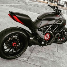 Who wants this Ducati Diavel? @amazingsportbikes @amazingsportbikes @amazingsportbikes @amazingsportbikes Via: @motolawyer