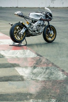 #Yamaha RD400 #caferacer #motorcycle #EatSleepRIDE