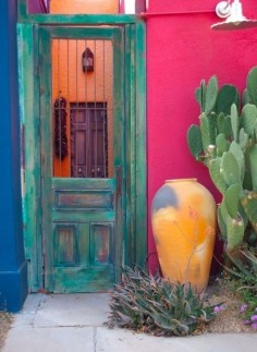 28 Stunning New Mexican Decor Ideas You Can Totally Copy ... Adobe style gate and   luv it!!!