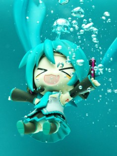 """Diving"" Hatsune Miku nendoroid photo by reonov"