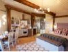 Eco Friendly Holiday Home / Cream & Black Interior Design