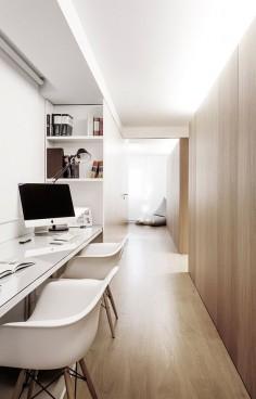 Escritorio - AD España, © Alfonso Calza En la parte privada del recibidor, se ha instalado una oficina que puede hacerse independiente. Flexos Tolomeo de Artemide para las zonas de estudio.