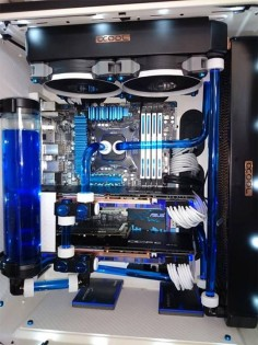It features an overclocked Intel 3770K, two XSPC water-cooled GTX 780 graphics cards and an Air 540 which has had its interior powder coated white