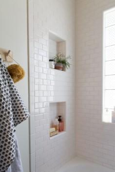 ladrilho branco e banheiro