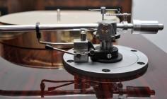 Micro Seiki BL 111 turntable with a SAEC WE-308 tonearm