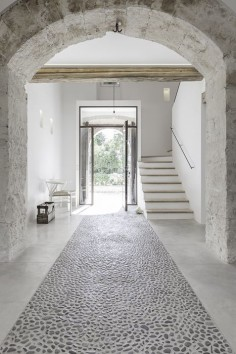 Munarq is an architects studio based in Mallorca that focuses on the integration of architecture in the Mediterranean landscape. felanitx