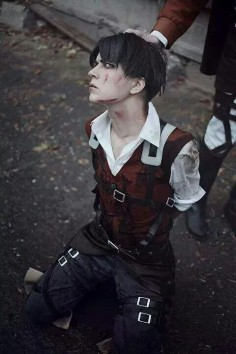 OMG GUYS. THAT'S GOT TO BE THE MOST HANSOME, BEAUTIFUL, AND AMAZING COSPLAY OF LEVI YET I MEAN THE OTHERS DONT SO THAT WELL AND THEY DONT CAPTURE HIS AMAZING FACIAL FEATURES BUT THIS IS SPOT ON OMG.
