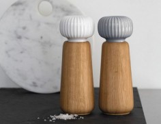 Spruce up your table down to the finest details with the Kahler Hammershoi Porcelain Salt Grinder.