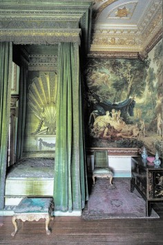 The green velvet bed chamber at Houghton Hall. From Houghton Hall: Portrait of an English Country House (David Cholmondeley and Andrew Moore, Derry Moore photography). Built in the 1720's for prime minister Sir Robert Walpole.| via Trouvais