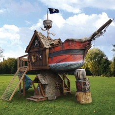 The Pirate Ship Playhouse - Hammacher Schlemmer -I'd make a larger grown-up verison!