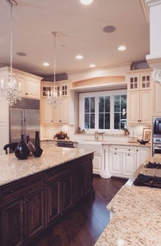 Two toned cabinetry