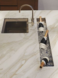Built-in champagne bar