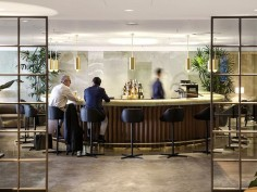 cathaypacific hongkong wing first lounge
