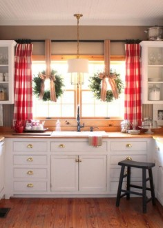 Farmhouse kitchens blend a multitude of distinct styles: cottage, vintage, rustic and tradition too. And if you are going to create one, you'll need to know the necessities that help to create and design it. Here are some tips that may help you. Fresh flowers. Hardwood floors. that give the beautiful, yet welcoming foundation