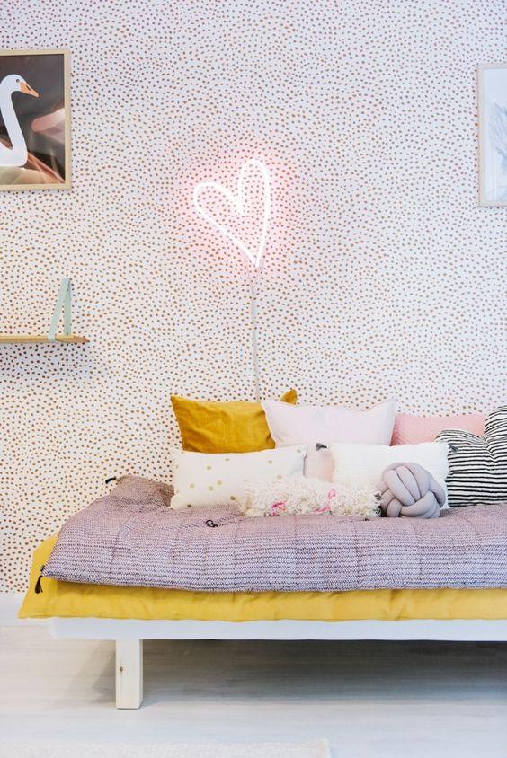 du papier peint avec des petits points pour une ambiance tr s cosy. Black Bedroom Furniture Sets. Home Design Ideas