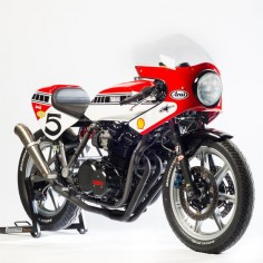 An incredible Yamaha XS850 inspired by vintage racebikes. Who can resist those iconic speed block graphics?