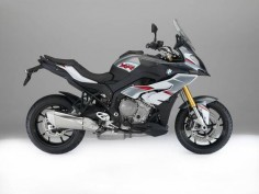 #BMW S 1000 XR available in new paint finish from 2016. Multiple colour combination Light white/Granite grey metallic/Racing red supplements the range of paint finishes in model year 2016