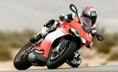 "How to say ""fast"" in Italian: Ducati Panigale Superleggera review + video"