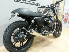 Moto Guzzi V7 Stone 2014, nobbly tires, tail tidy, chrome tank