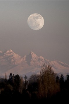 Mt. Baker, WA Full Moon