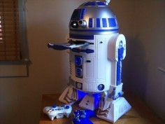 R2-D2 with Built-In Xbox 360 and PlayStation 3 :