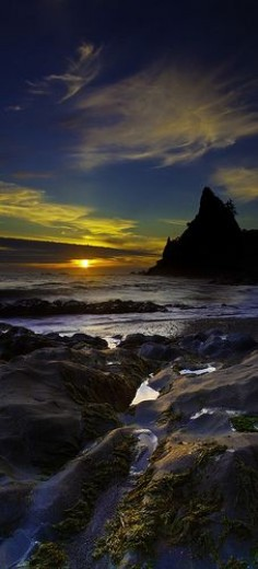 Sunset at Rialto Beach in La Push on the Pacific coast of Washington's Olympic Peninsula • photo: Bern Harrison on Flickr