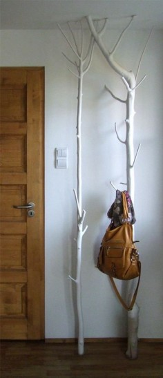 DIY branch coat rack - wooden coat rack from a branch! #wood #furniture #design